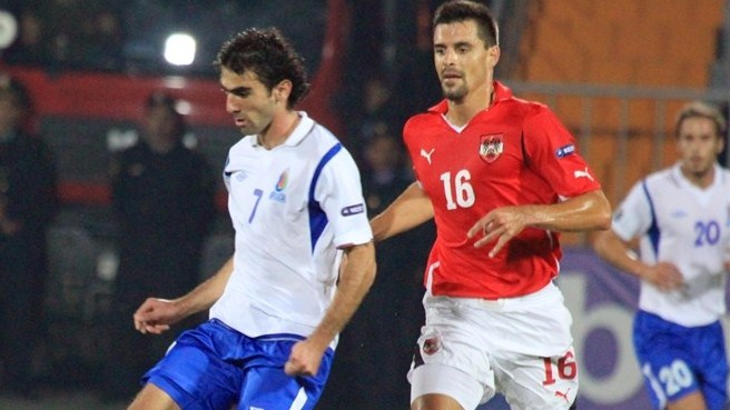 Austria take advantage of ten-man Azerbaijan