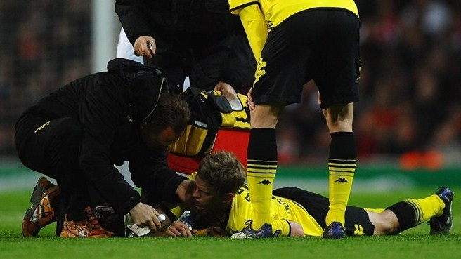Dortmund defender Bender has jaw operation