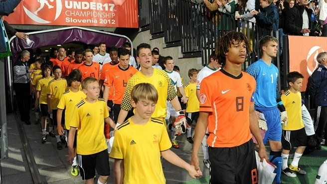 Captain Ake introduces the Netherlands
