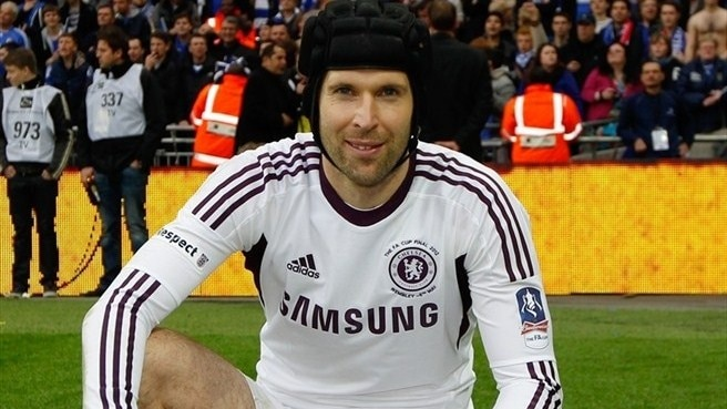 Chelsea seek birthday treat for Čech