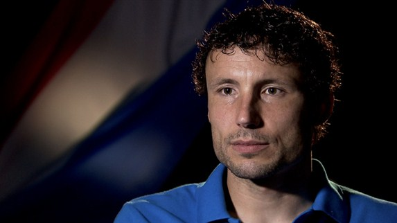 Van Bommel's Dutchmen flying into EURO