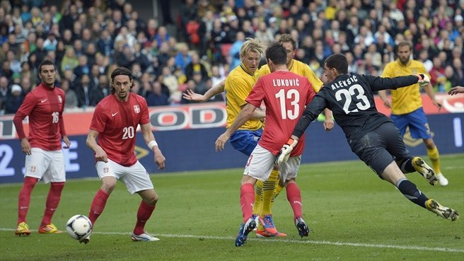 Sweden survive tough Serbia test
