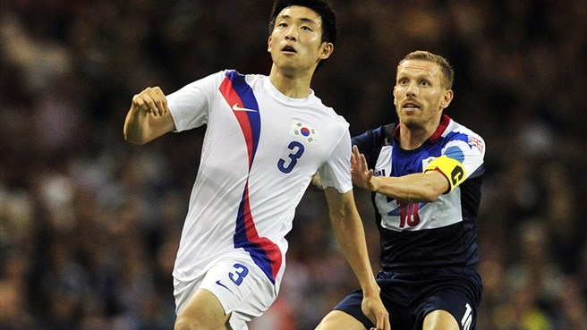 Yun Suk-Young (South Korea) & Craig Bellamy (Team GB)