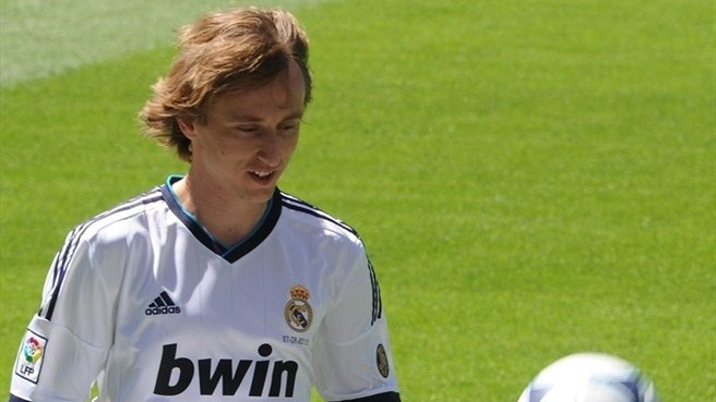 Modrić completes move to Madrid