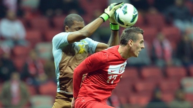 Poland forward Milik makes Leverkusen move