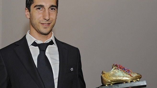 Shakhtar's Mkhitaryan collects Armenia award again