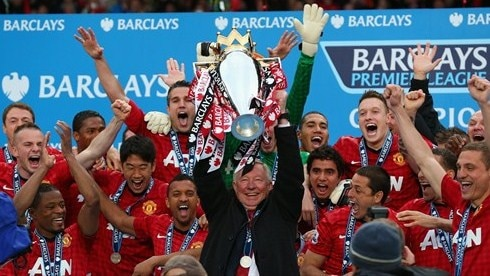United lift trophy as Sir Alex ends Old Trafford era