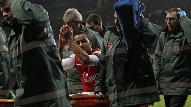 Arsenal's Walcott faces six months on sidelines