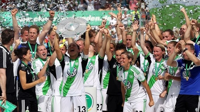 Wolfsburg end glittering year with German crown