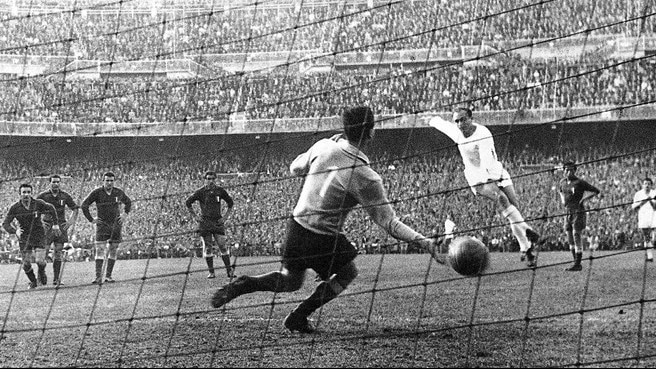1956/57: Gento doubles up for Madrid