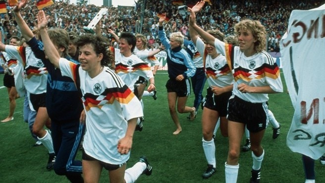 1989: Germany arrive in style