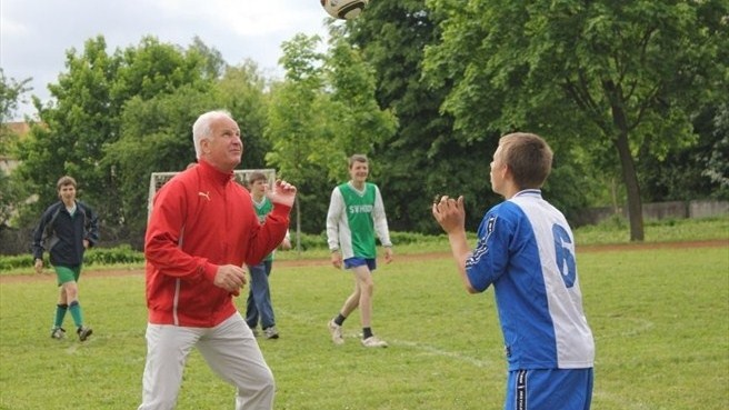 Stange visit brings joy to Belarusian children