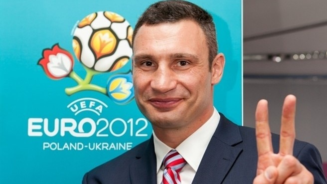 Klitschko gives heavyweight backing to volunteers