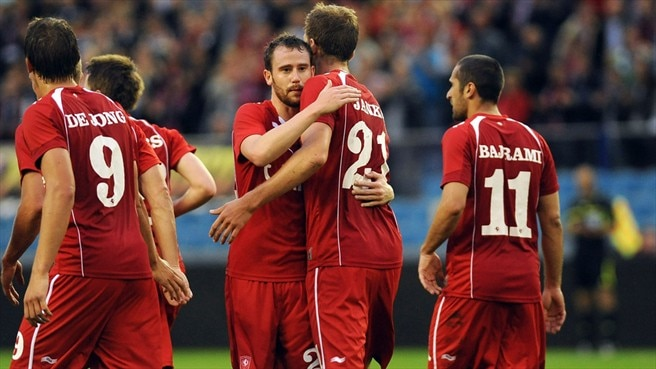 Janko double puts Twente in control