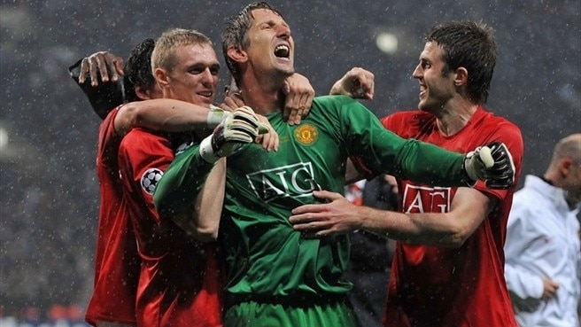 Van der Sar delights in decisive moment