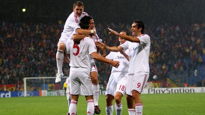 Bayern back as Van Buyten sinks Steaua