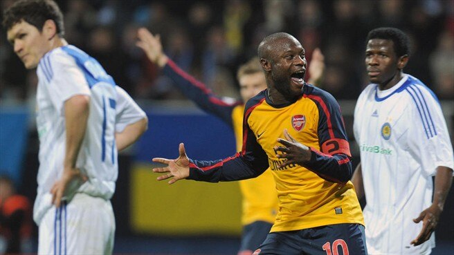 Gallas late show saves Arsenal in Kiev