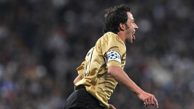 Del Piero double takes Juve through