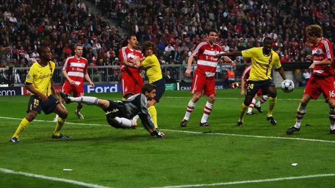 Bayern save face as Barcelona keep apace