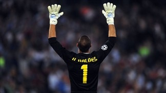 Valdés adds Champions League pedigree to United