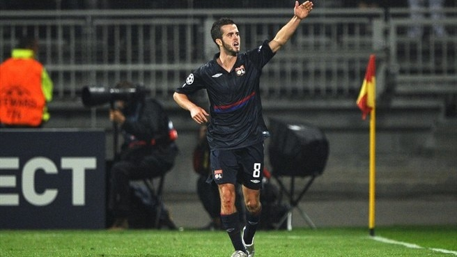 Pjanić steps up to fill Juninho void