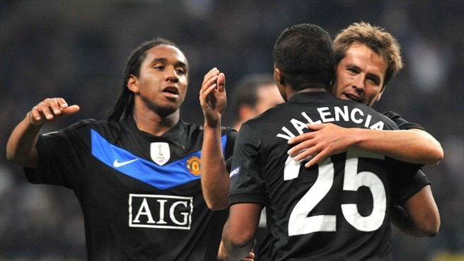 Valencia seals United late show