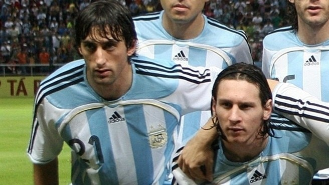 Milito warns not to mess with Messi