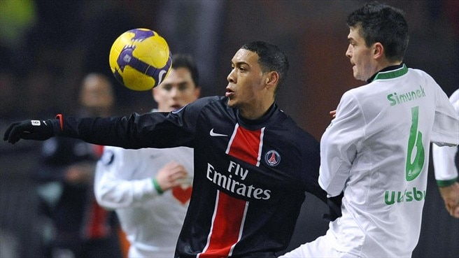Timely Hoarau puts PSG in charge