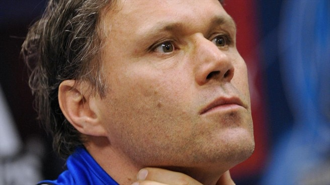 Van Basten steps down at Ajax