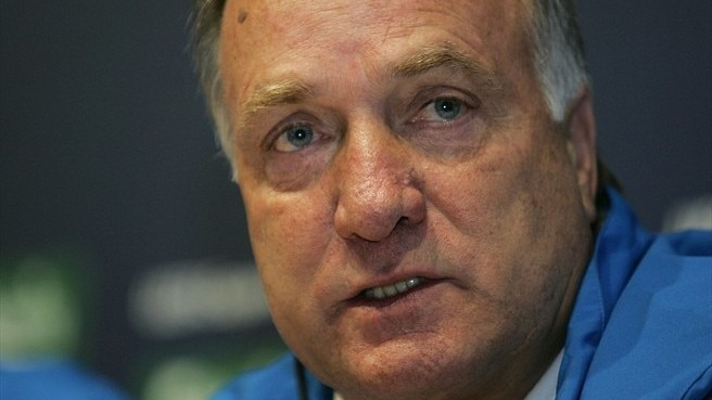 Advocaat steps into AZ breach