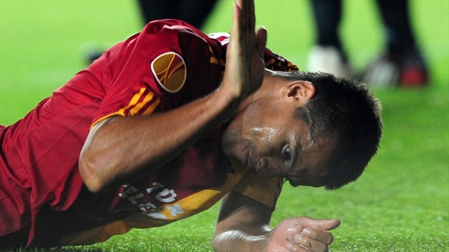 Baroš limps out of Galatasaray quest