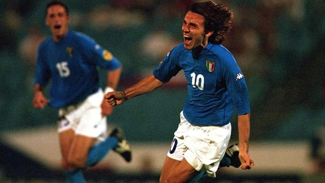 2000: Pirlo makes Italy's day