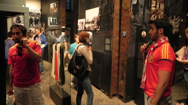 Warsaw visitors taking history lesson