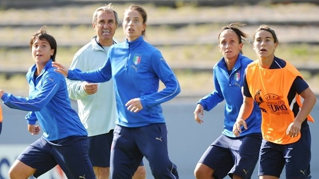 Italy await youth-inspired England