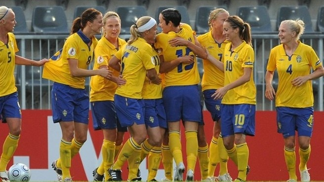 Sweden secure first-game success