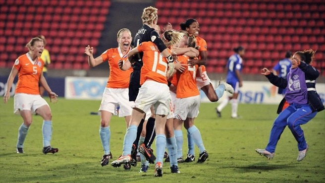 Oranje through after shoot-out