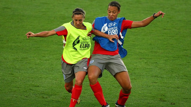 Lianne Sanderson & Fara Williams (England)