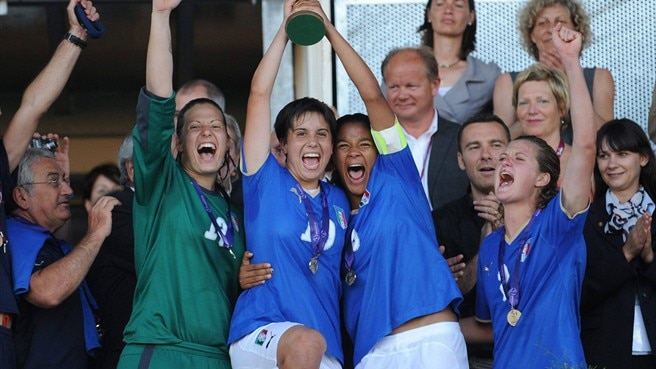 Italy prevail in year of the underdog