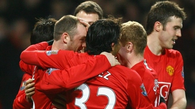 United ease past Fulham to extend lead