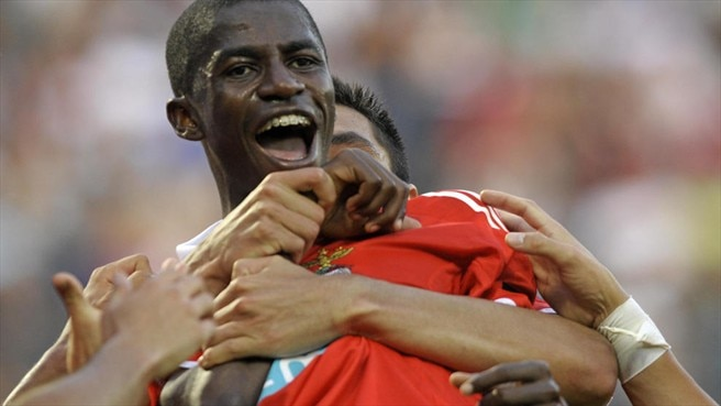 Chelsea raid Benfica for Ramires