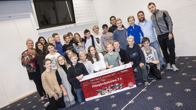 Danish footballers teach children to read