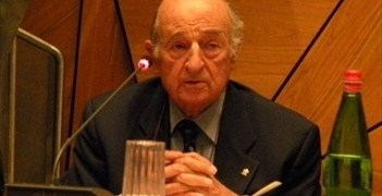 Professor Lamberto Perugia served on the UEFA Medical Committee from 1990 to 2002