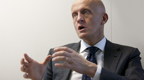 Collina offers advice to EURO referees