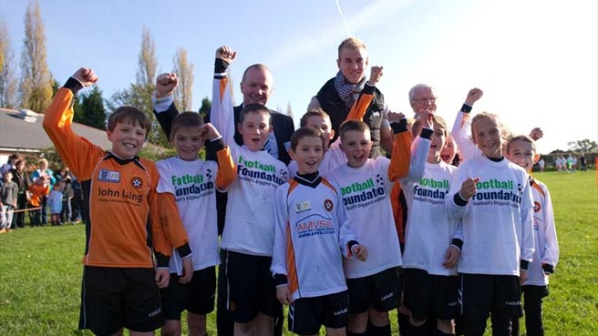 England's Hart gives grassroots support